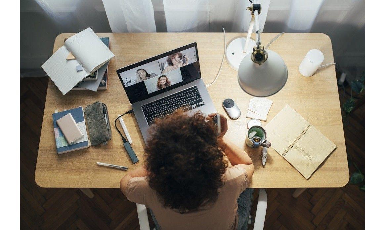 Jakie meble przydadzą się do urządzenia biura w domowym zaciszu?